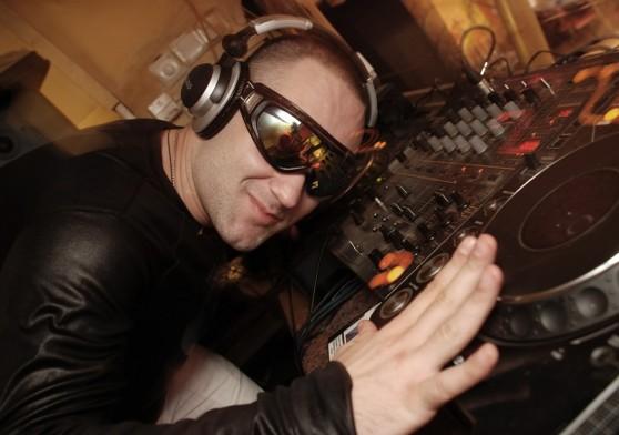 Coquetel americano reúne gastronomia e DJ. Entenda